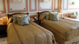 lake-palace-room